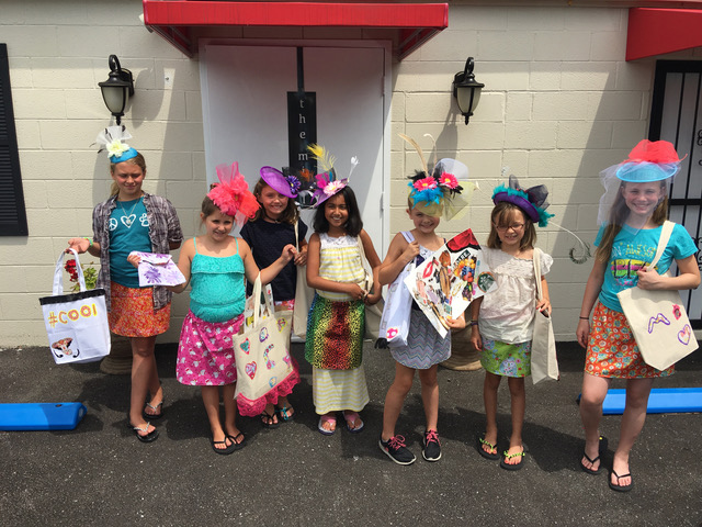 girls wearing derby hats campKenzie