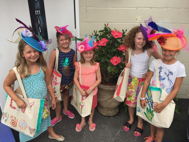 girls wearing derby hats campKenzie
